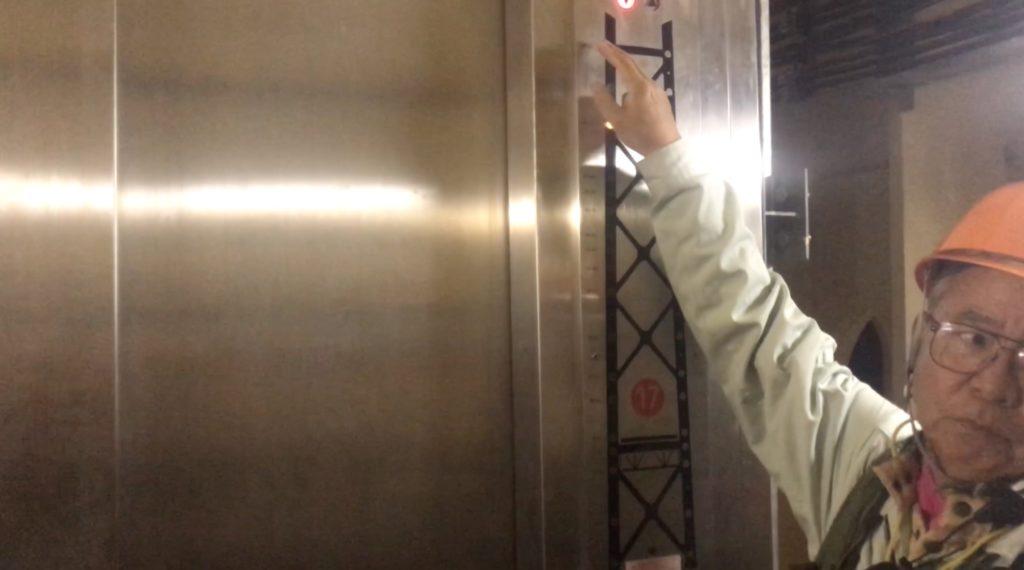 19エレベータ